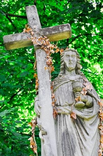 de friedhof mit jesus kreuz