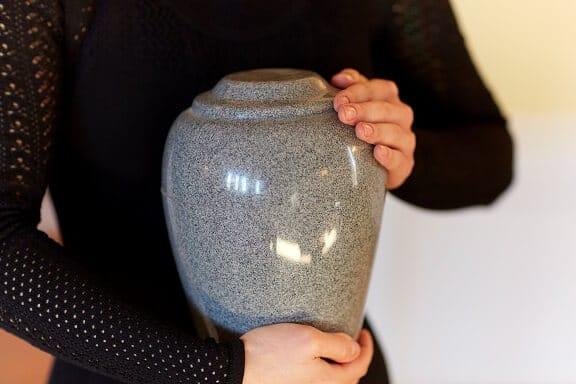 Urne mit nach Hause - Bestattung planen