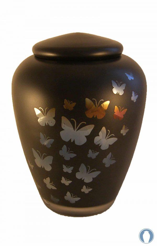 Glasurne schwarz mit Schmetterlingen